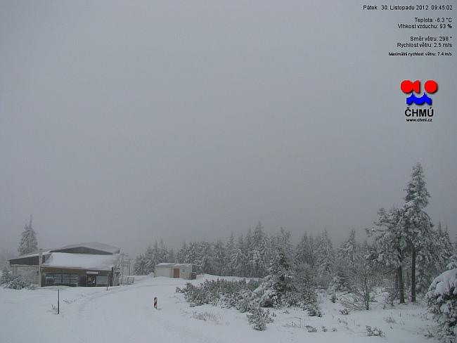 Hřebeny Krušných hor hlásí půl metru sněhu