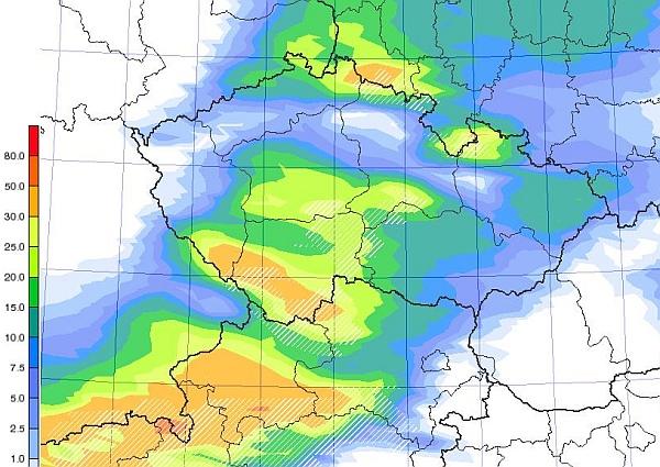 Pondělí přinese do Čech i husté sněžení
