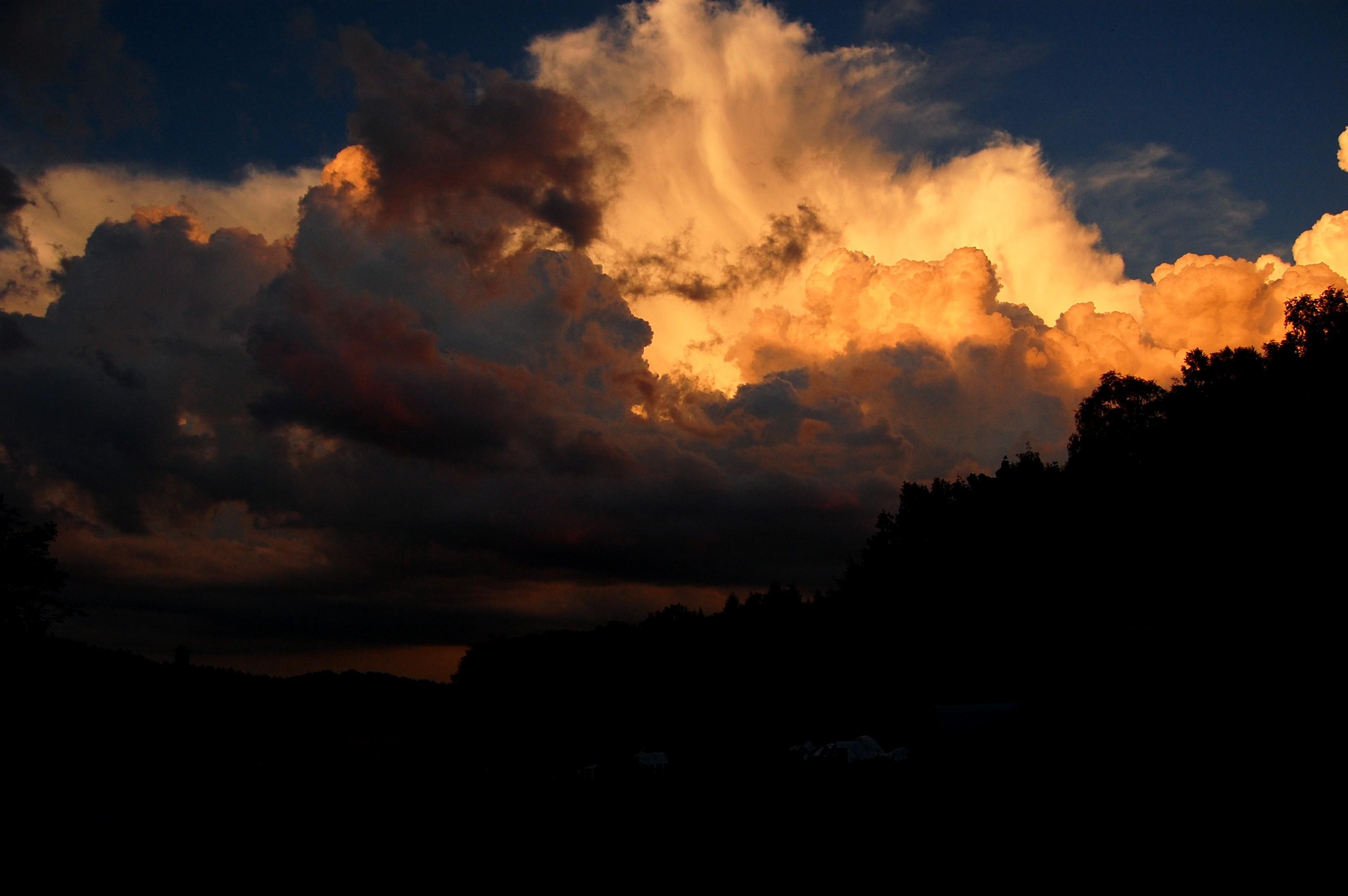 Oblaka při západu