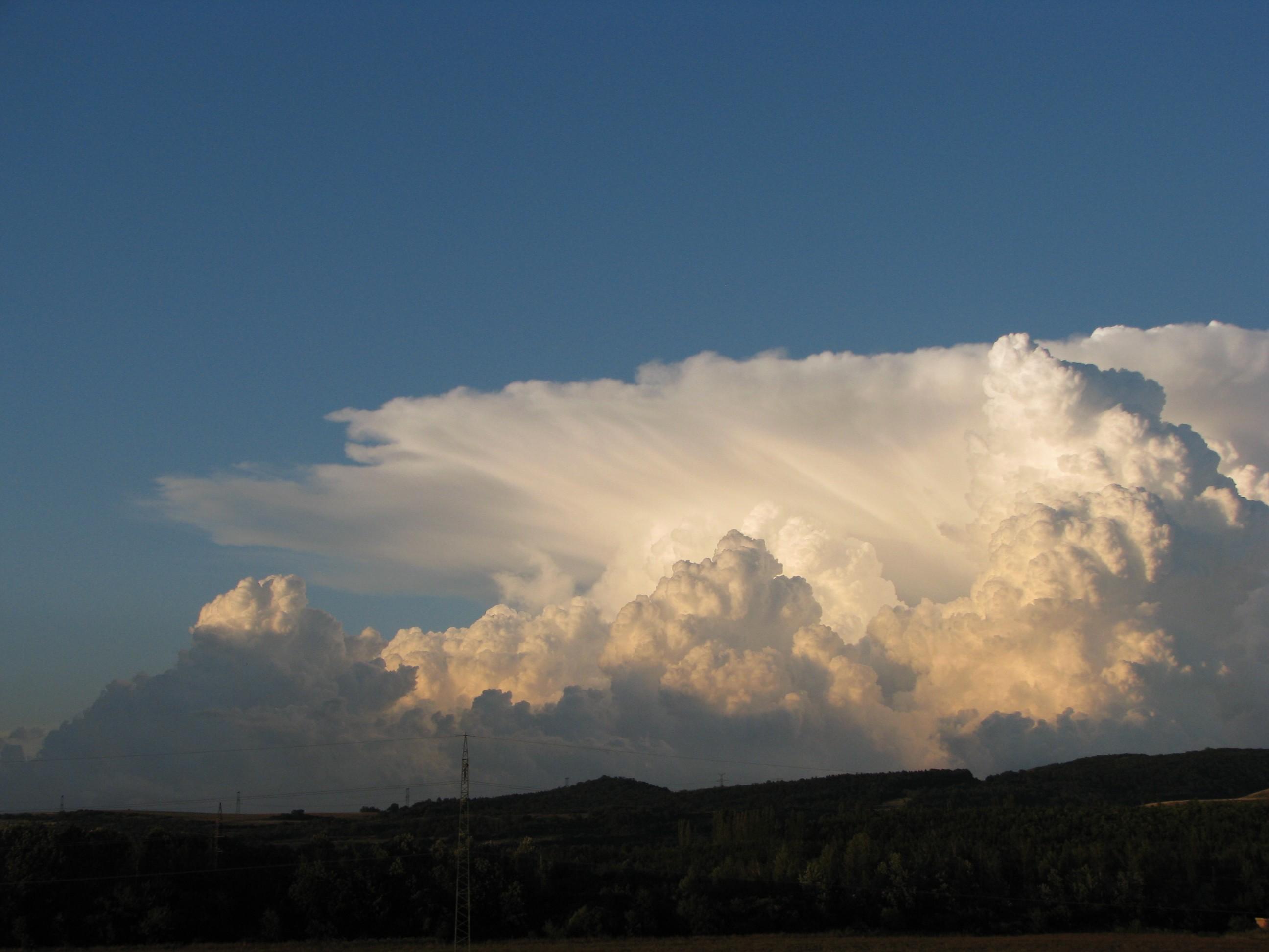 Večerní bouřkový oblak