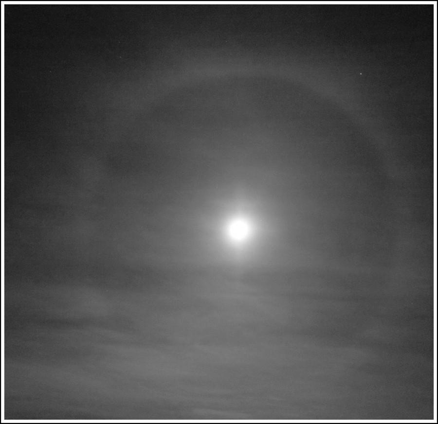 Halo okolo Měsíce