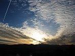 Ranní obloha při východu slunce