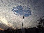 Díra v oblacích....