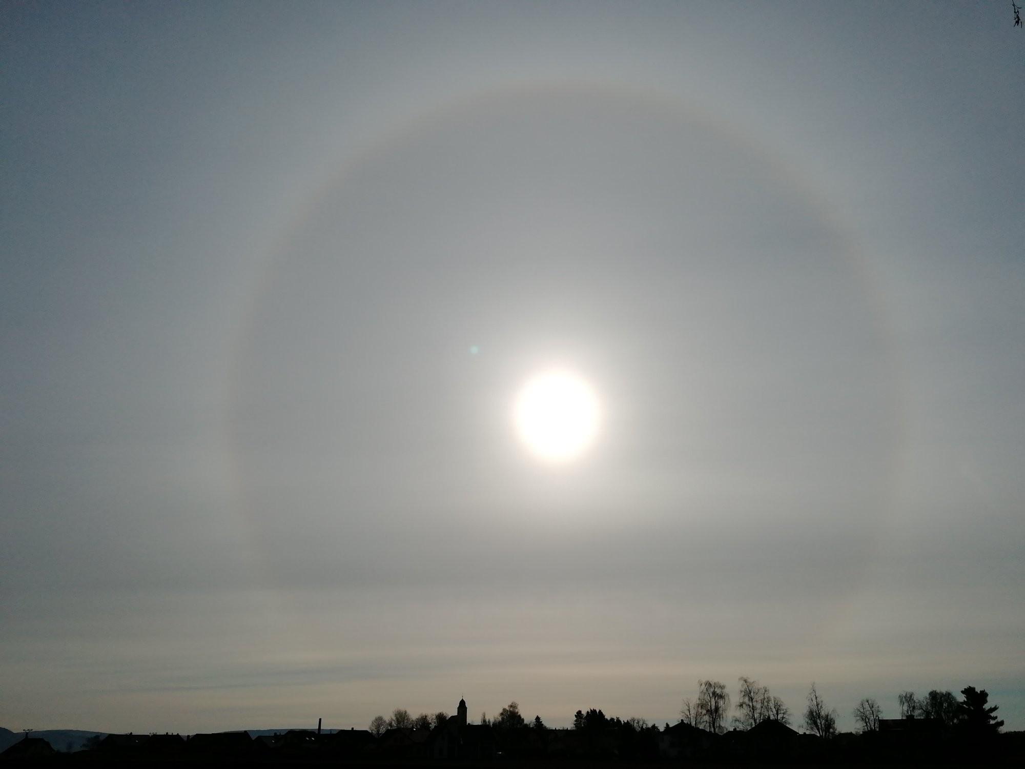 Slunce a halo