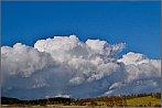Nádherný mrak nad krajinou