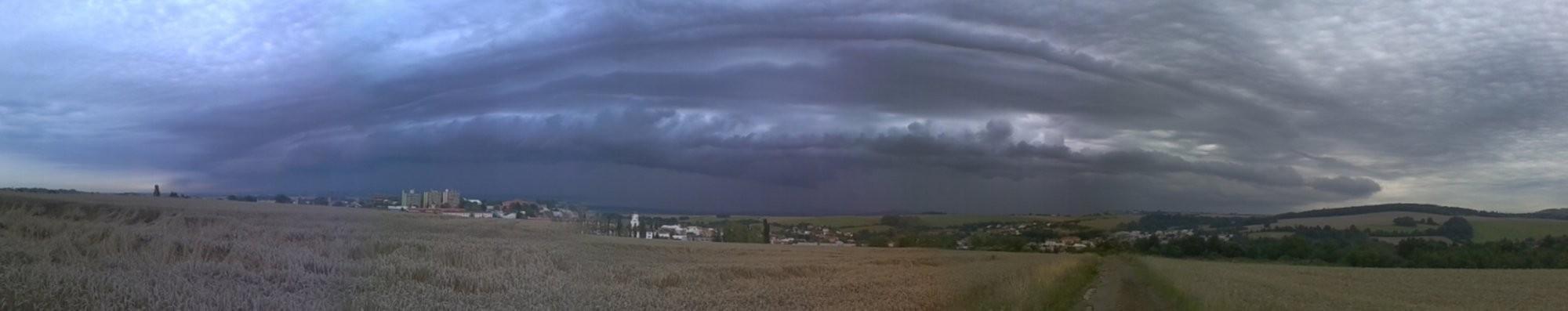 Shelf cloud přišel na SV Moravě