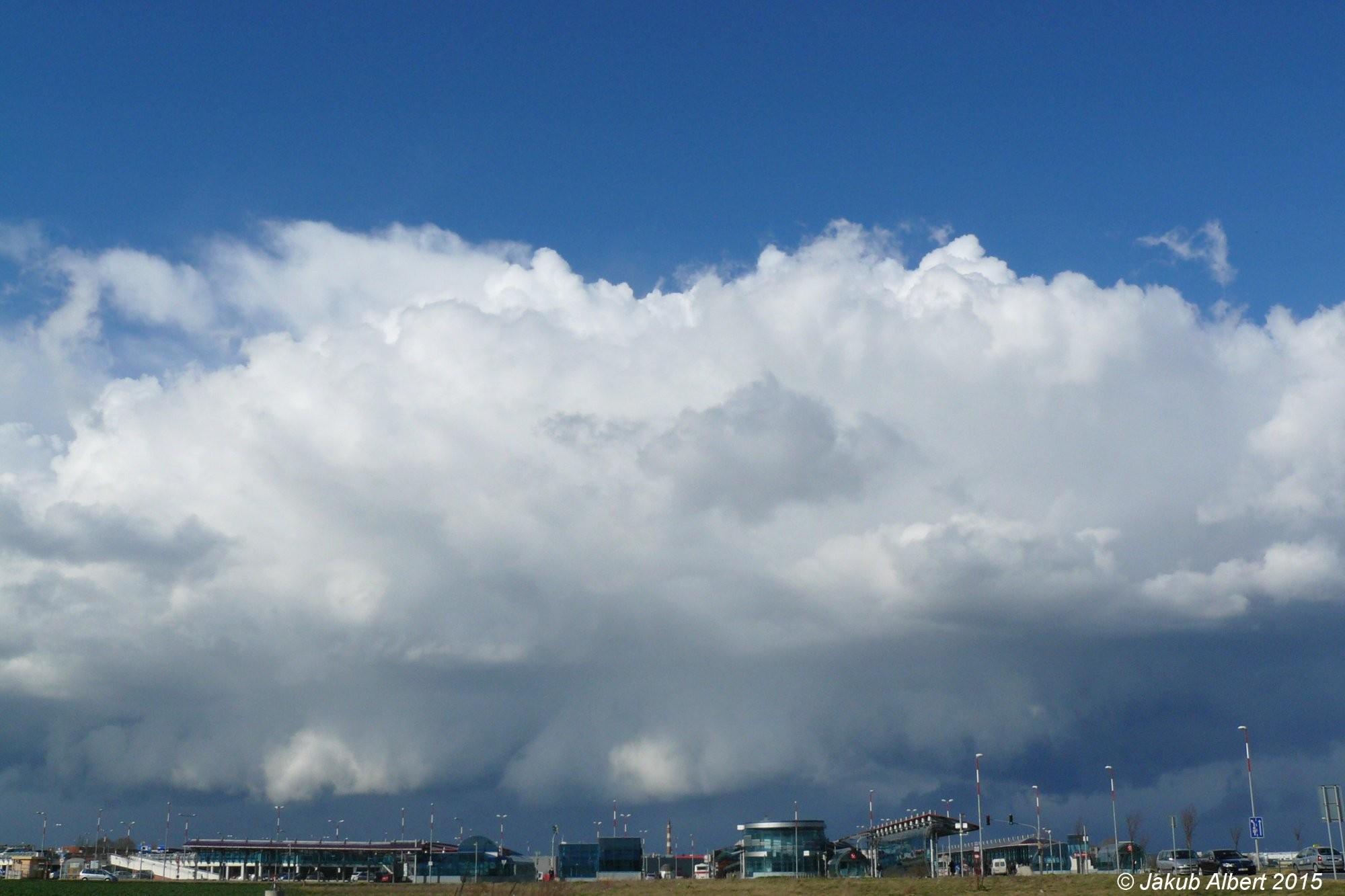 Shelf cloud na přeháňce