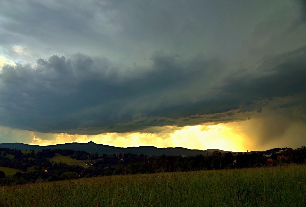 Letní přeháňka s bouřkou