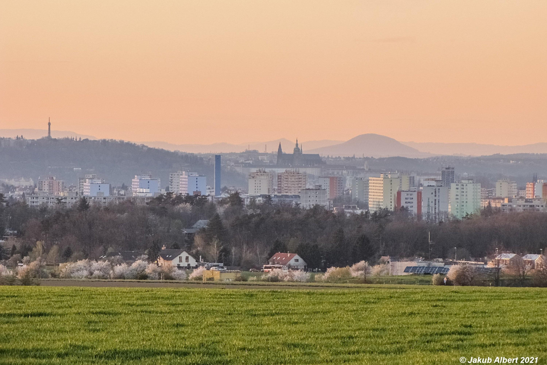 Hora Říp z Prahy