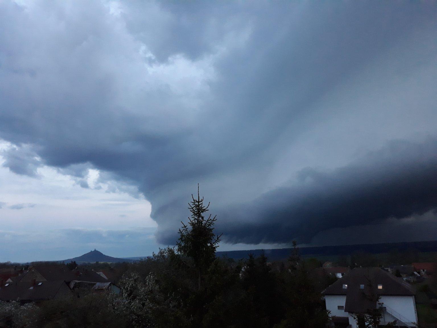 Bouřka u hradu Hazmburk