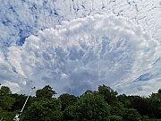 Tvořící se oblak Cumulonimbus