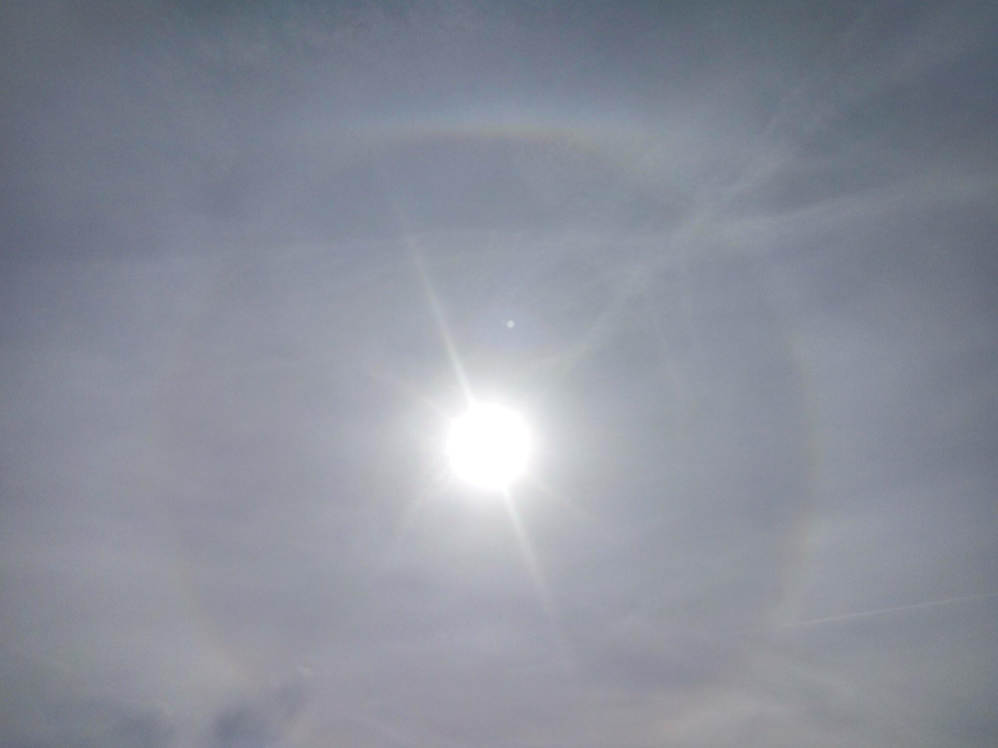 Dnešní dopoledne, sluneční halo