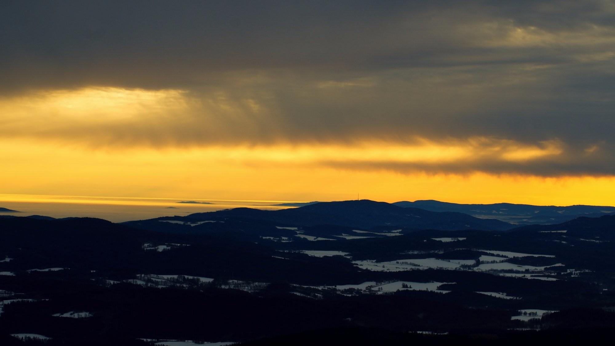 Východ slunce ze šumavského Boubína