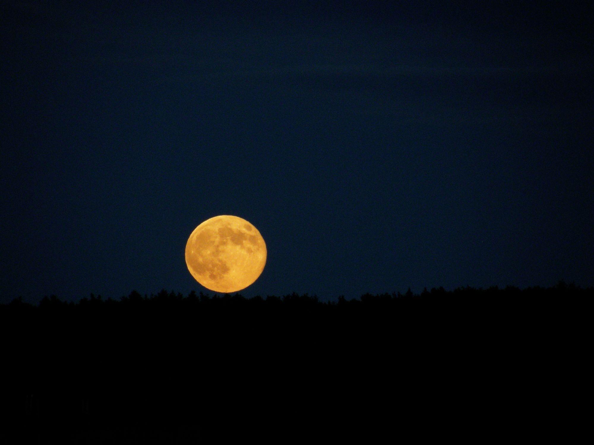 Měsíc nad Hostivařskou přehradou