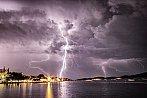 Búrka pri mori