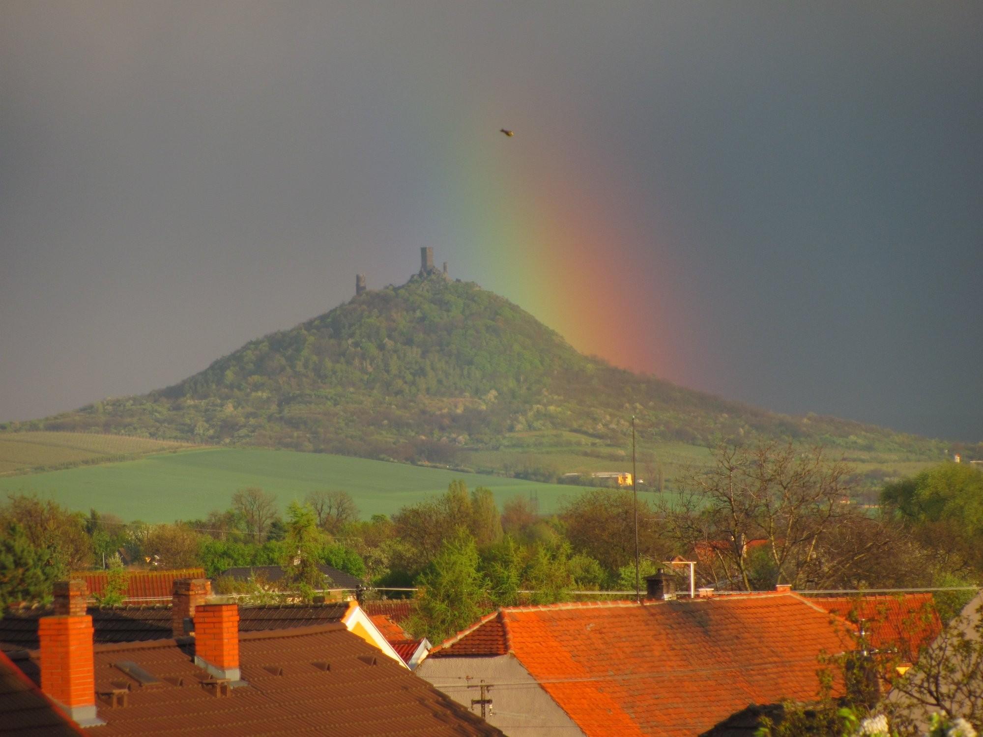 Duha nad hradem Hazmburk