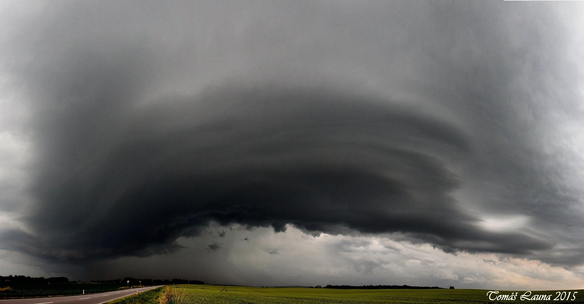 Shelf cloud u Starých Čivic