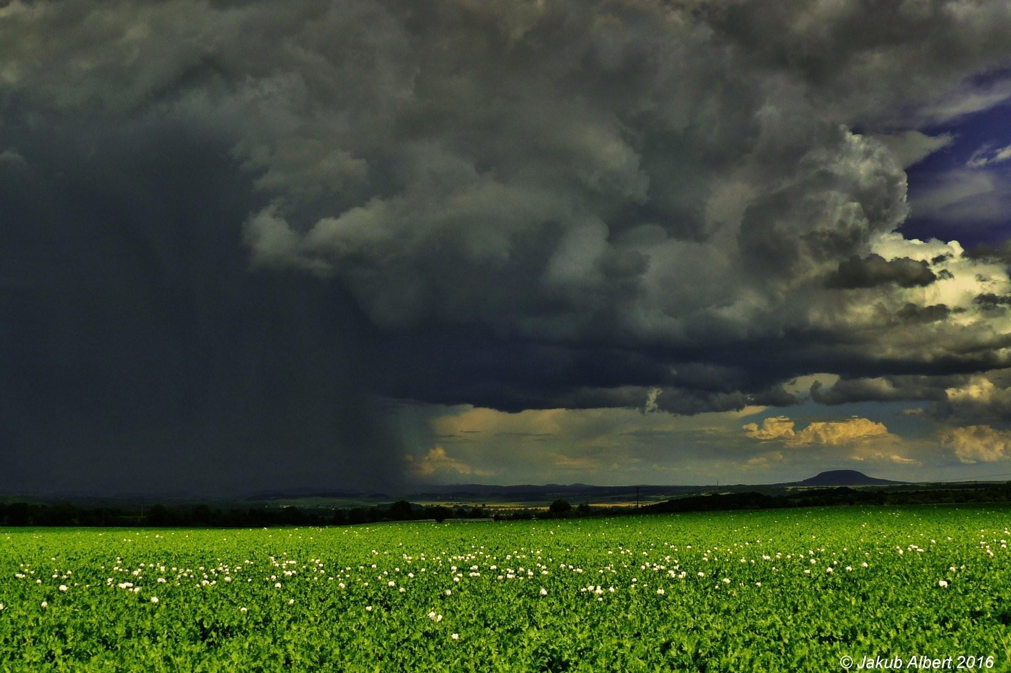 Odcházející bouřka z Litoměřicka
