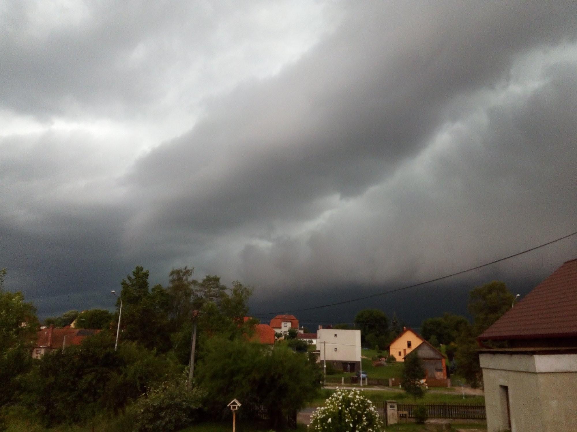 Bouřka - shelf cloud