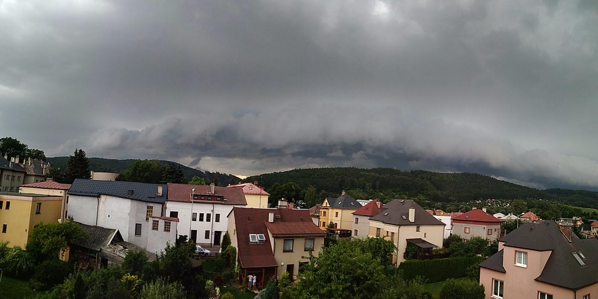 Shelf cloud se blíží