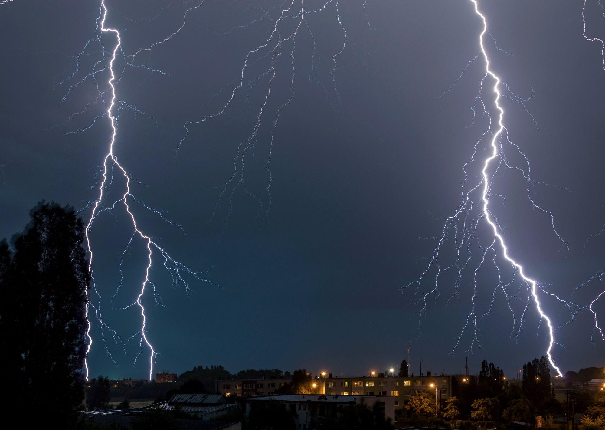 Červnová bouřka nad Chomutovem