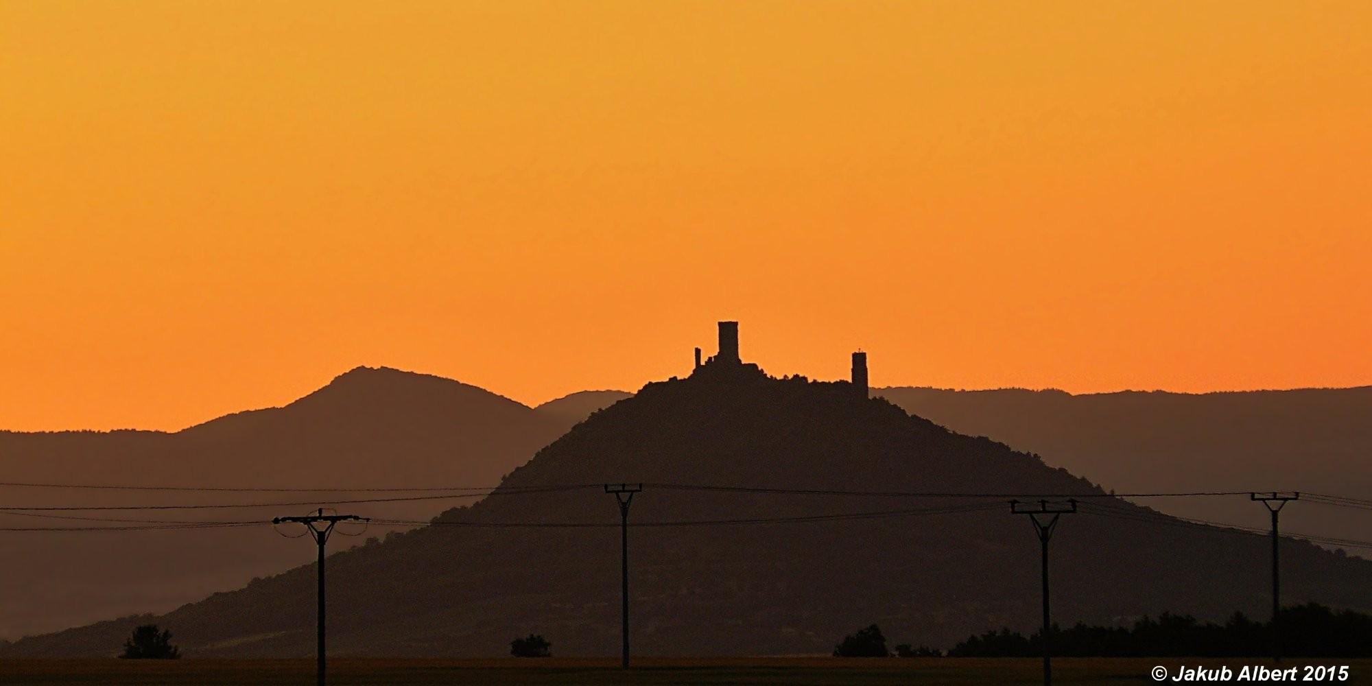 Hrad Házmburk při západu slunce