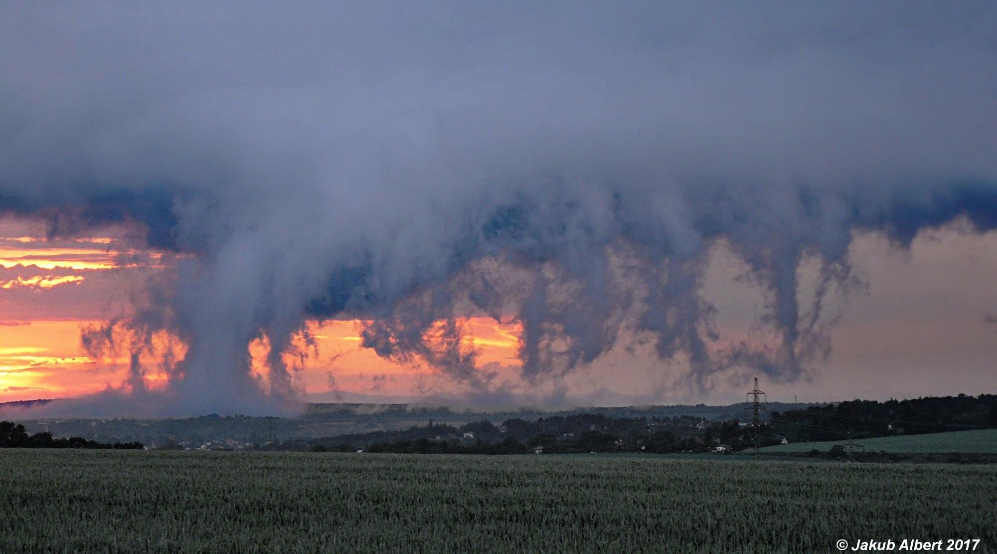 Příchod bouřky na sever Prahy