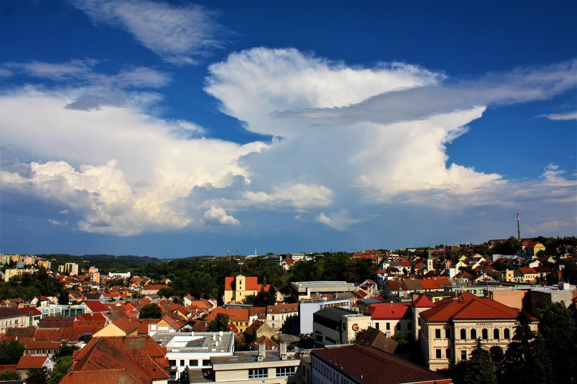 Bouřkový oblak nad Třebíčí