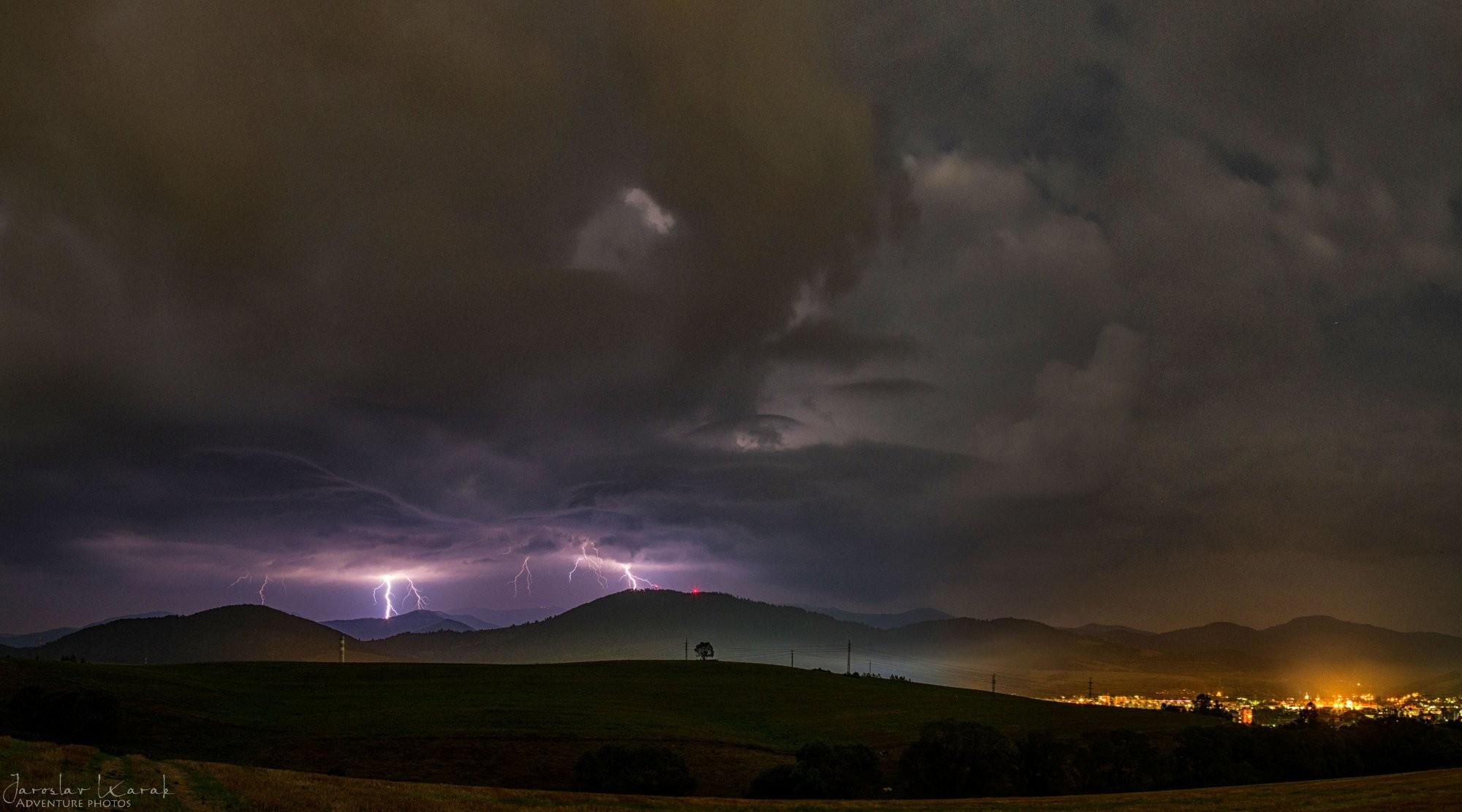 Búrka nad Nízkymi Tatrami