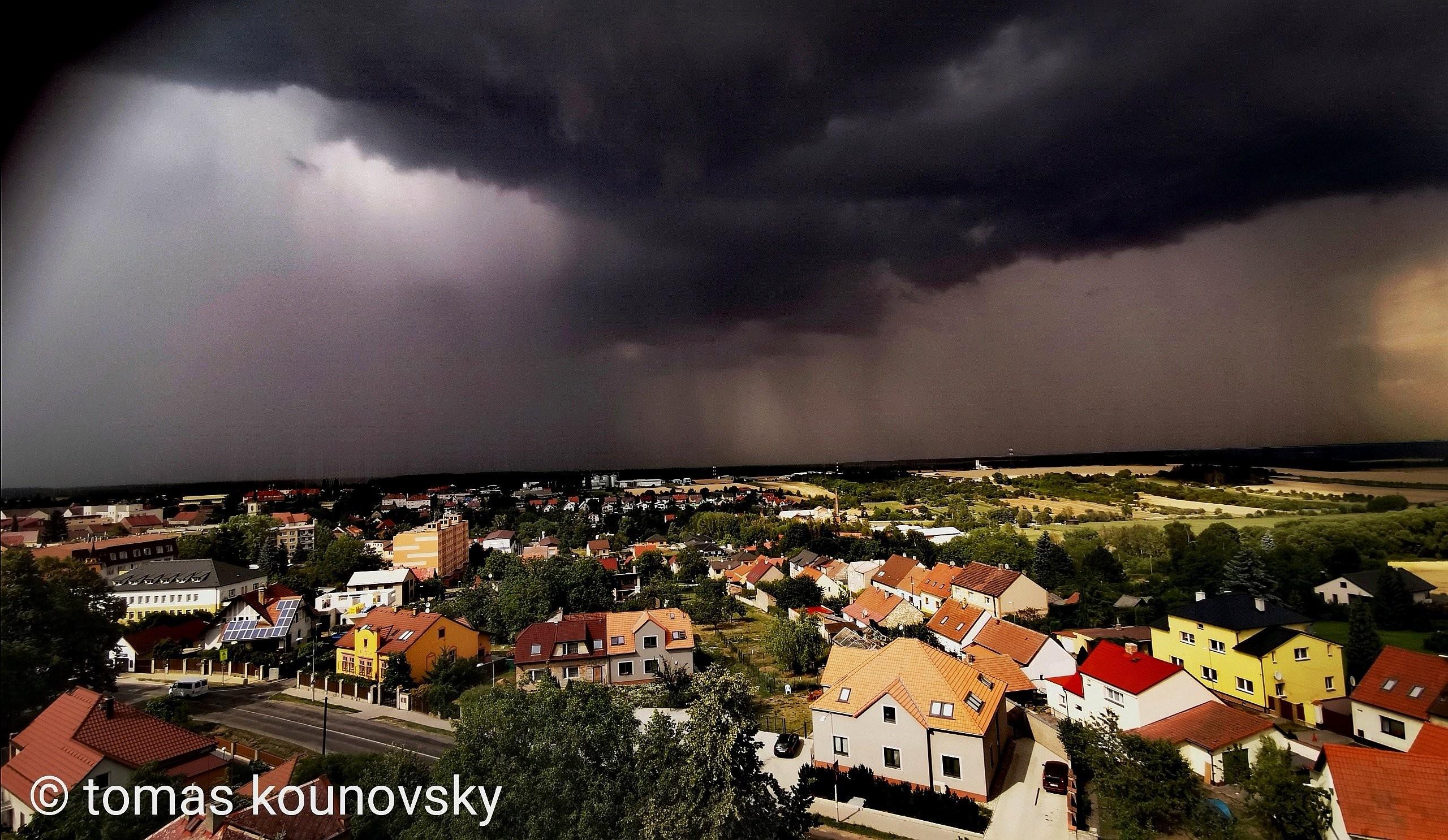 Příchod bouře do Nového Strašecí