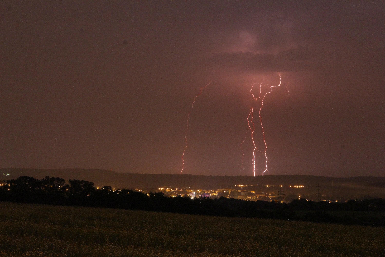 Noční bouřka u Prahy