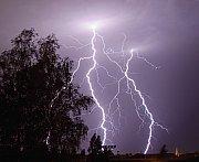 Blesky na začátku bouřky