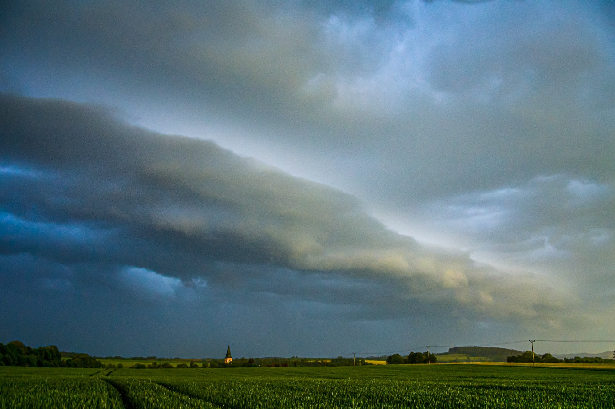 Shelf cloud nad Trutnovskem