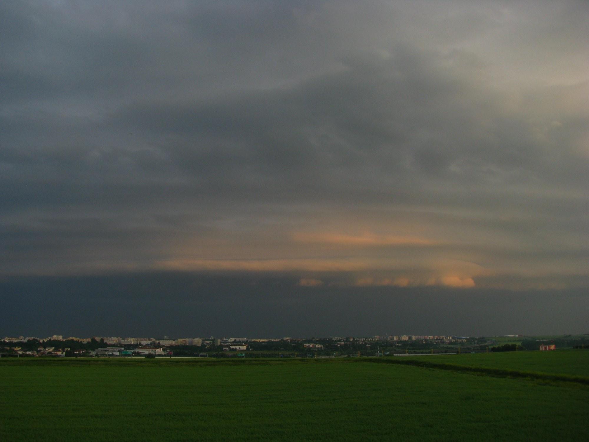 Shelf cloud nad Prahou