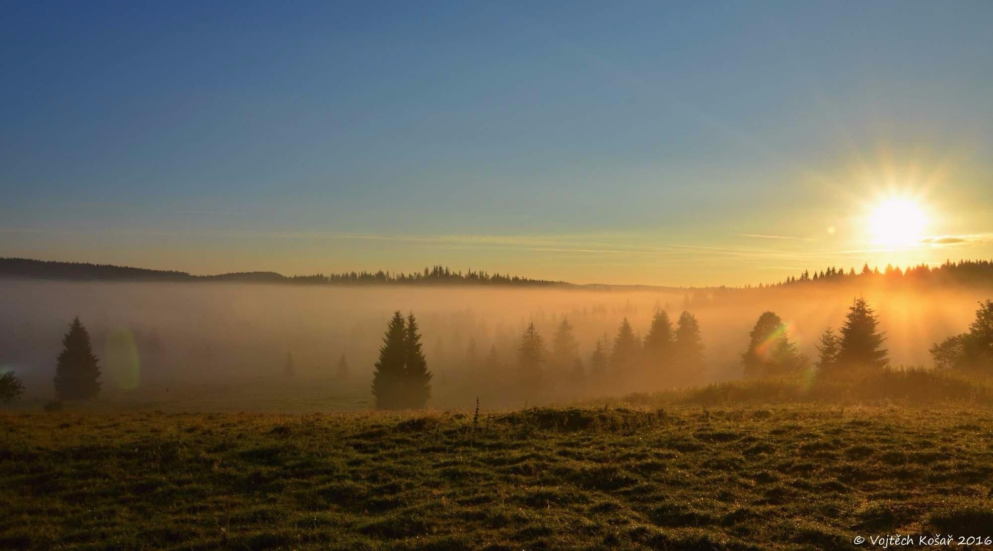 Východ slunce na Šumavě