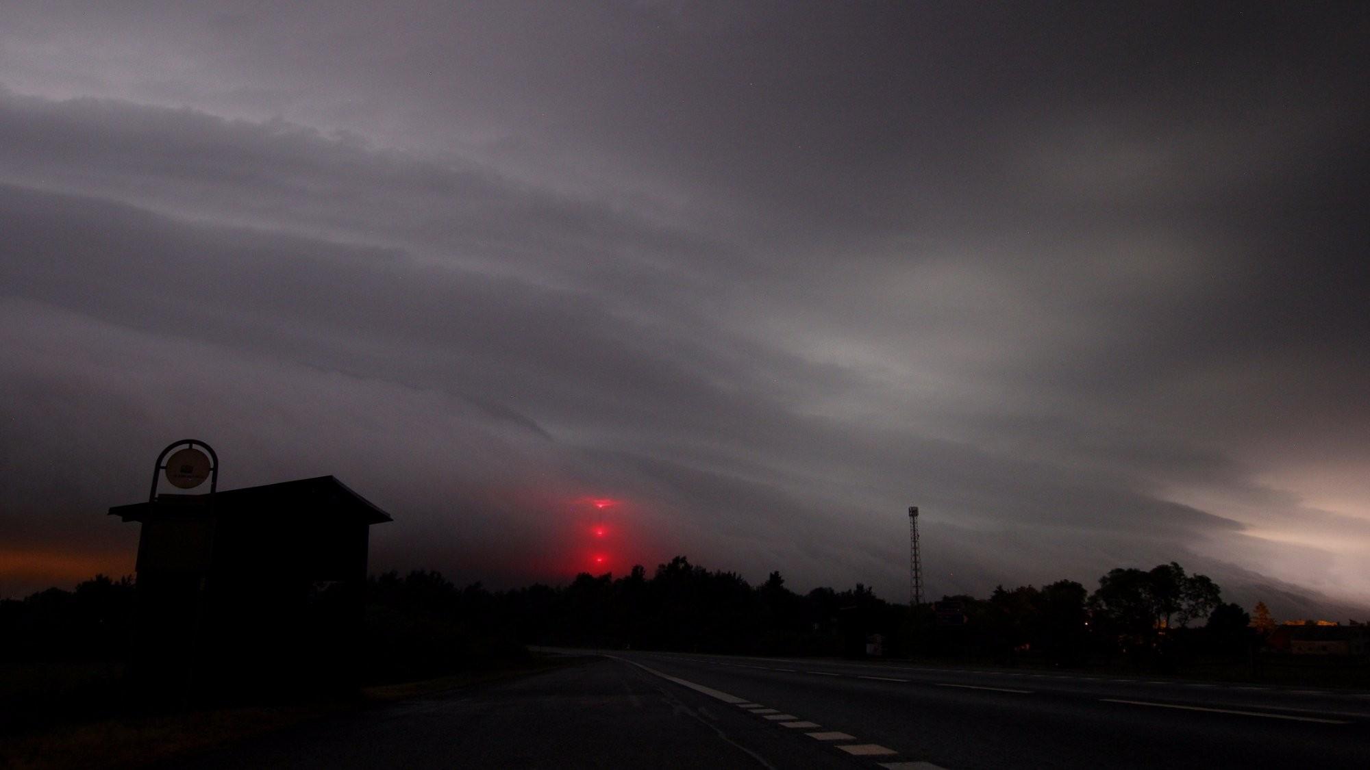 Přicházející bouřka na zastávku