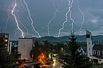 CG blesky nad sídliskom v Brezne