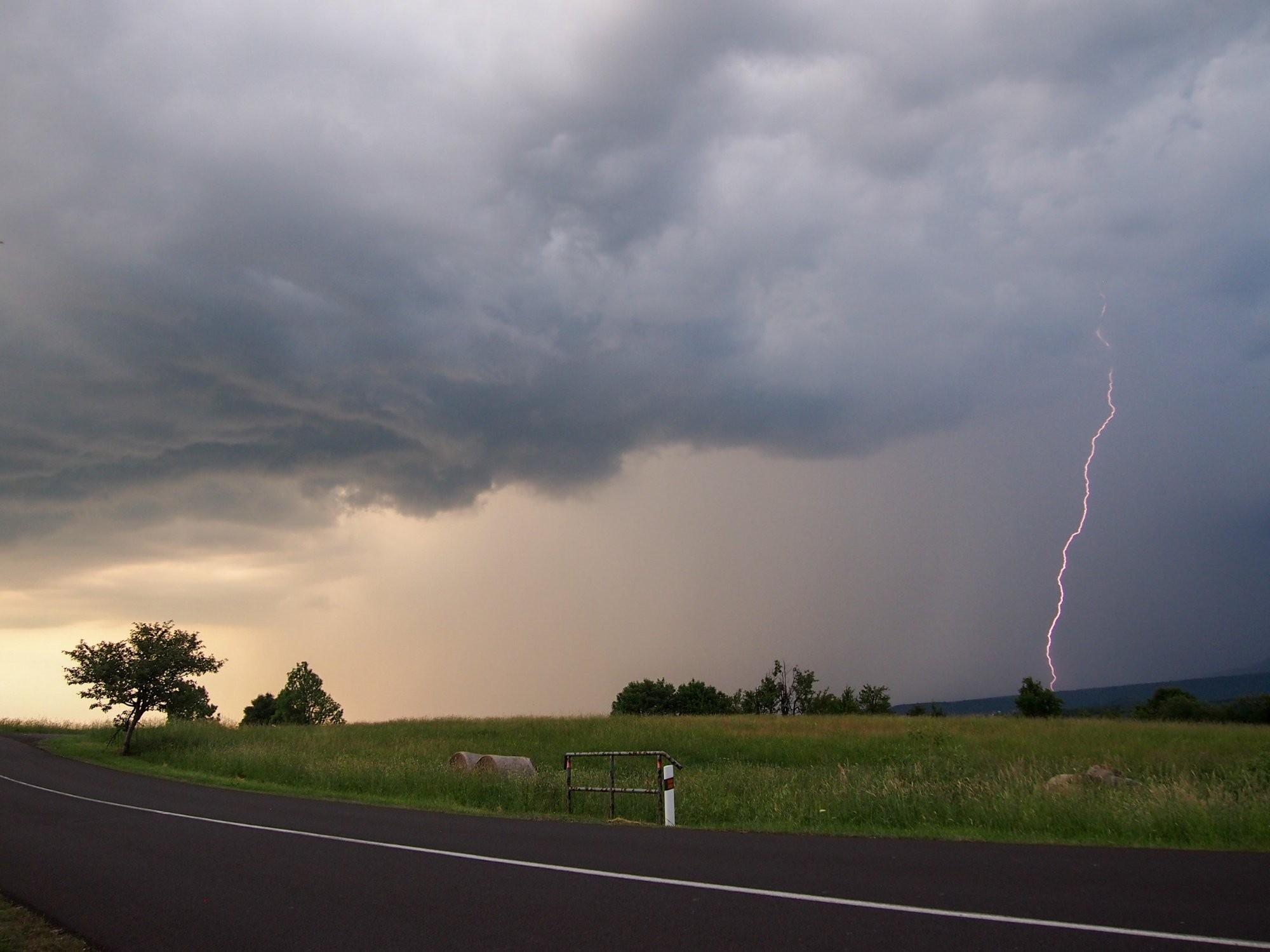 Čelo bouře s CG