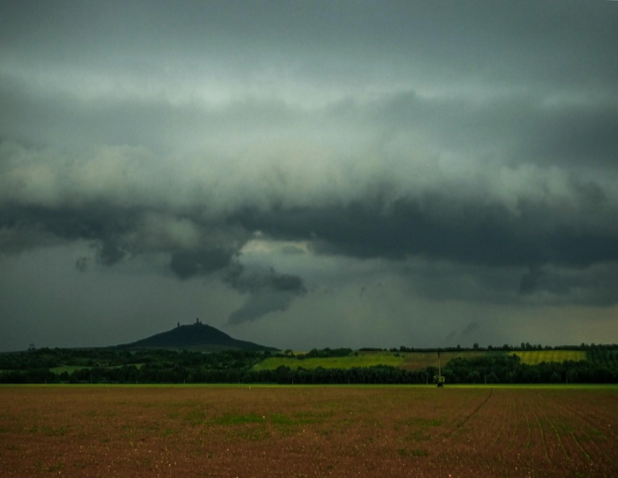 Bouře nad Hazmburkem
