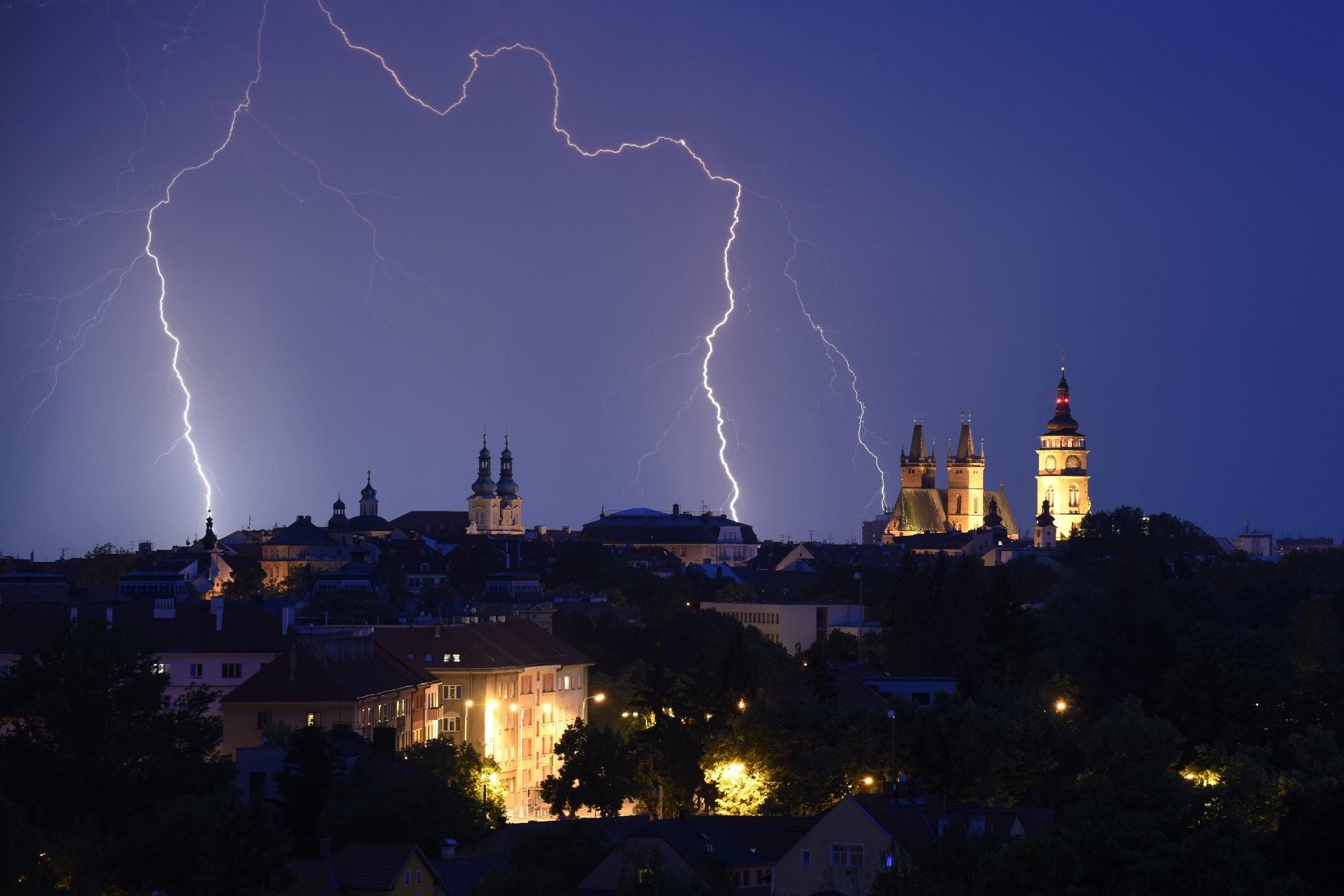 Blížící se bouřka k Hradci Králové