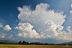 Velmi fotogenický bouřkový oblak, který alespoň trochu zlepšil náladu po tom katastrofickém bezbouřkovém červenci.
