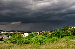 Bouřka postupující nad Prahu
