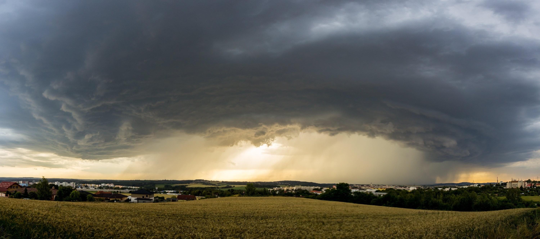 Panorama blížící se bouřky