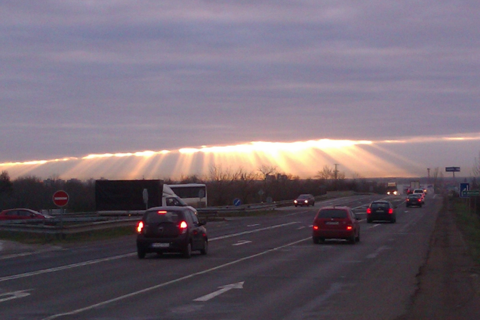 prasknutá obloha