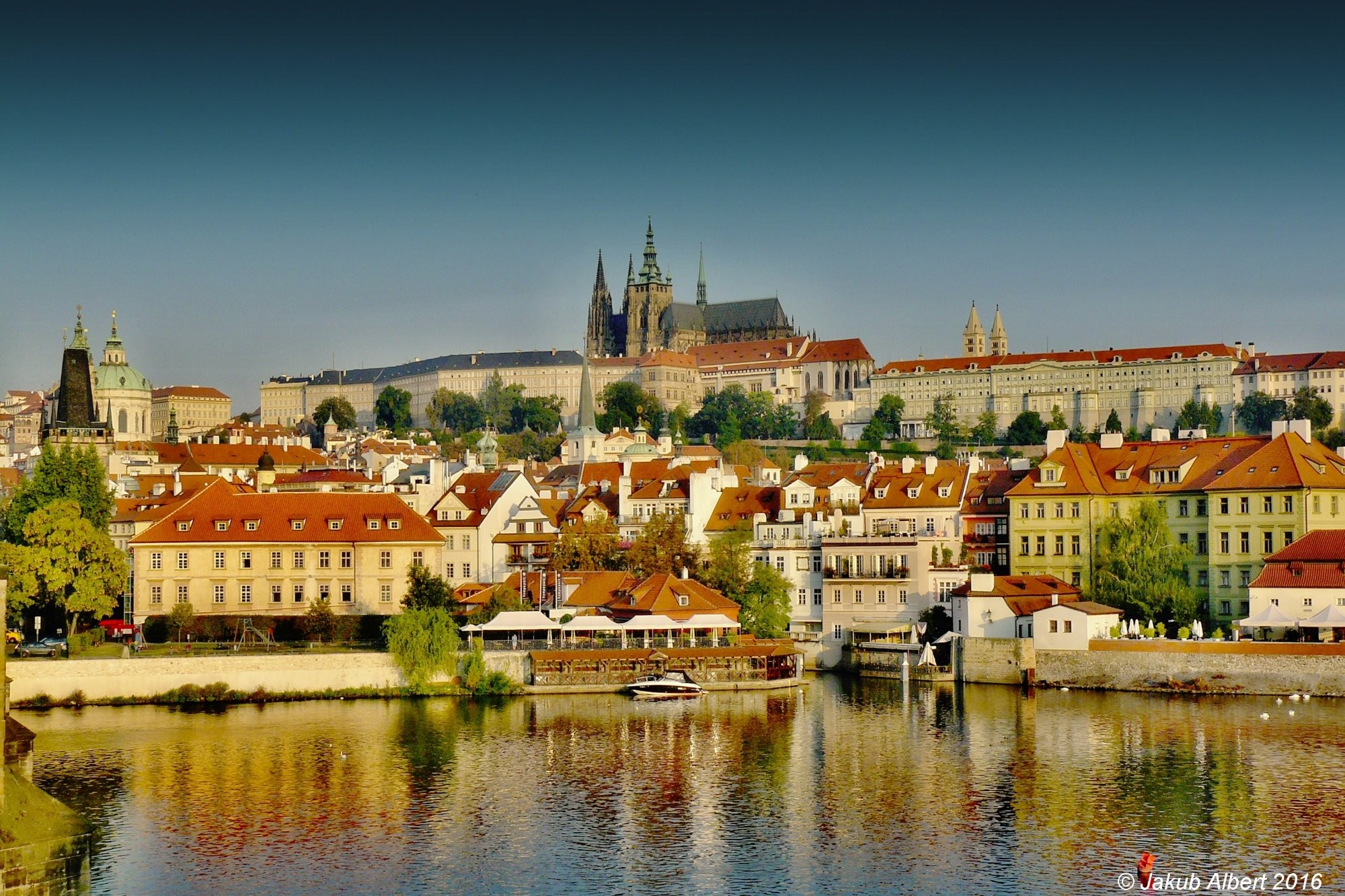 Slunečné ráno v Praze